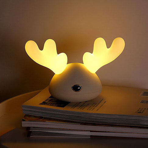 Colorful Cartoon Deer Pat Night Light